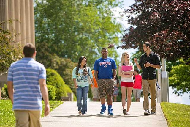 Bluefield students walking on campus